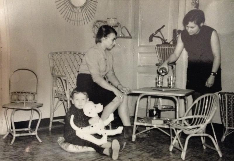 La famille Breuillot à la fin des années 60, dans l'atelier boutique